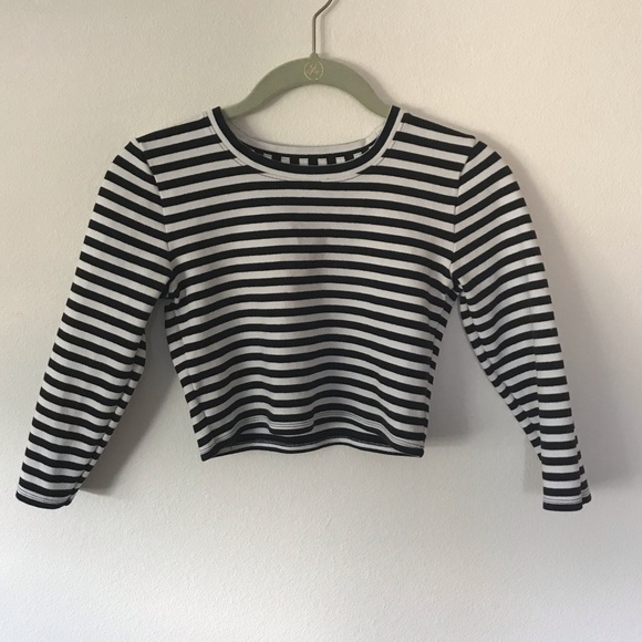 Abercrombie & Fitch Tops - 🌷Abercrombie + Fitch crop top black white  S